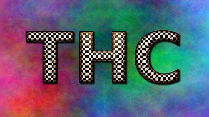 המילה THC על רקע פסיכדלי